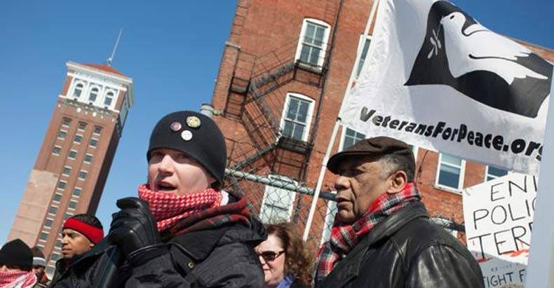 vigiliante-protesters-refuse-to-let-homan-square-be-swept-under-the-rug