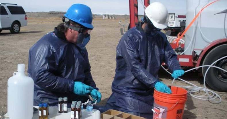 U.S. Environmental Protection Agency staff members sample a monitoring well for contaminants from hydraulic fracturing. A Stanford study in Pavillion, Wyoming, finds that practices common in the fracking industry have affected the community's drinking water. (Dominic DiGiulio/Stanford University)