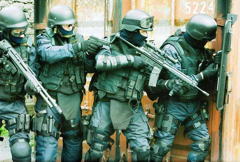Garda_ERU_SWAT_Tactical_Team_(10582094105)