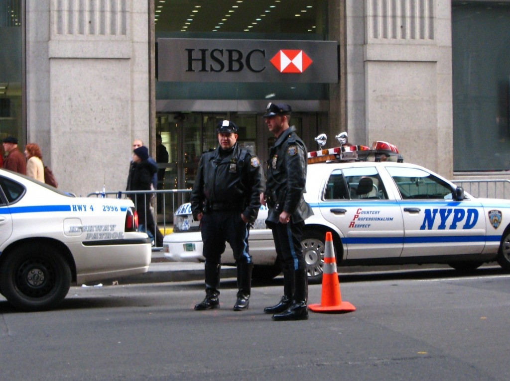 NYPD_cops_in_Manhattan