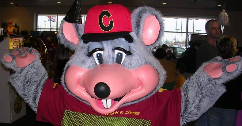 Chuck-E.-Cheese-Forced-to-Apologize-After-Armed-Police-Officer-Denied-Entry-Into-Restaurant